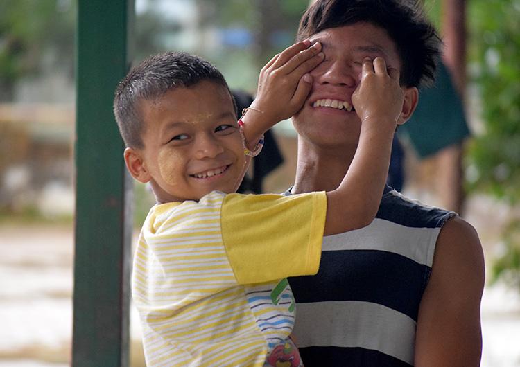 ミャンマー養育施設Dream Train 子どもたちの里親を募集しています。