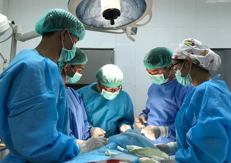 ミャンマー国内で初の小児生体肝移植へ: 国際NGOが九州大学病院の小児生体肝移植チームを招へい