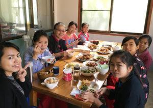 国際医療の現場を知る活動視察ミャンマー ツアー 食事風景