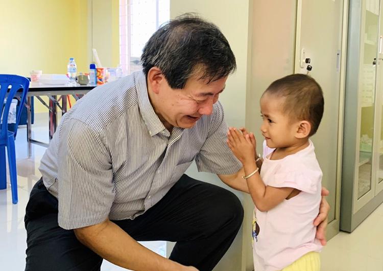 カンボジア 日本の小児外科チームとの連携手術活動