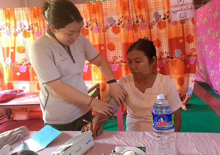ミャンマー 田舎 モバイル診察 看護師