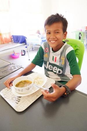 国際医療NPOジャパンハートは、カンボジアの子どもの病気の治療を支える給食センターをつくり、2019年10月に食事提供を開始しました
