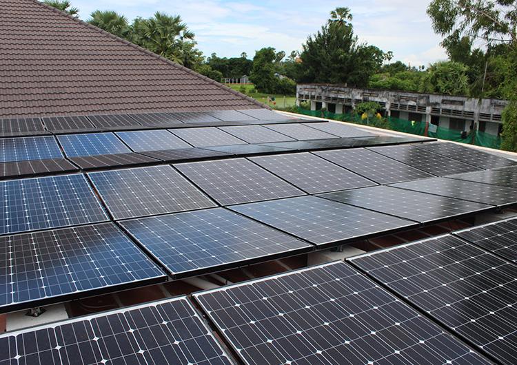 ソーラーパネルのご寄付から設置工事、技術移転まで