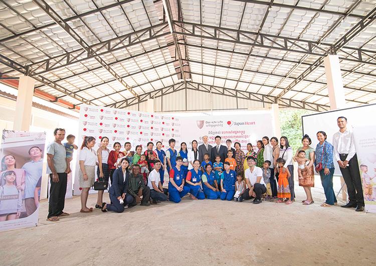 第一生命カンボジア様より、ジャパンハートこども医療センターへ 小児患者さん用モニターとストレッチャー、手術費用をご寄付頂きました。