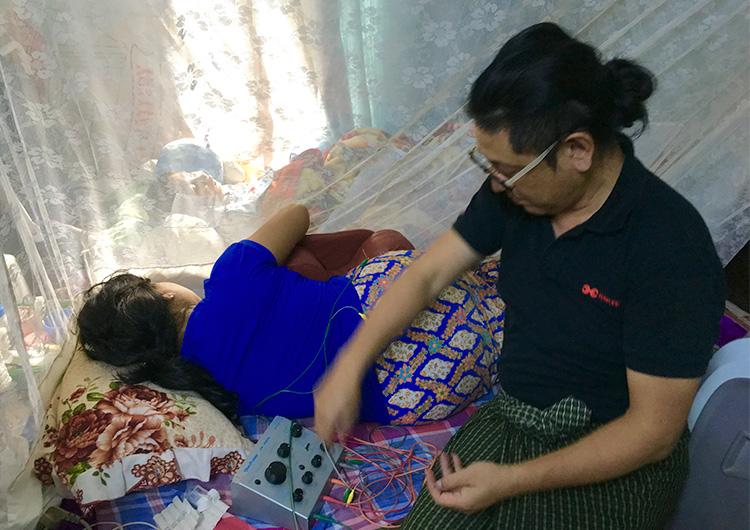 在宅療養をしている家族を支えるお母さんに鍼灸マッサージを。