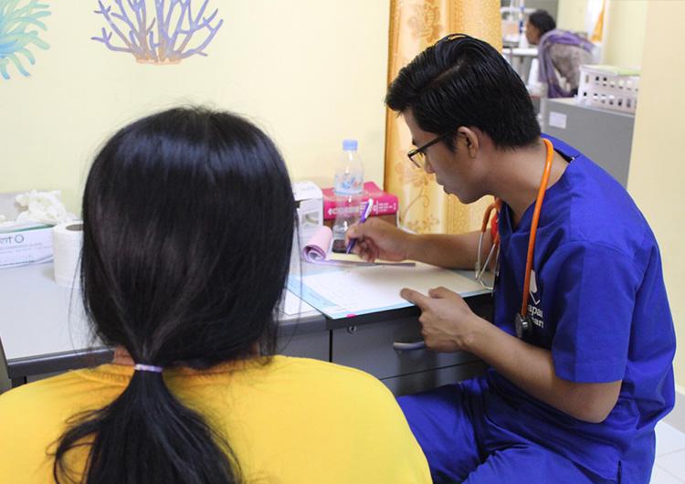 今年度もカンボジアの未来を支える医療者が新たに3人育ちました! - 夢のかけ橋プロジェクト