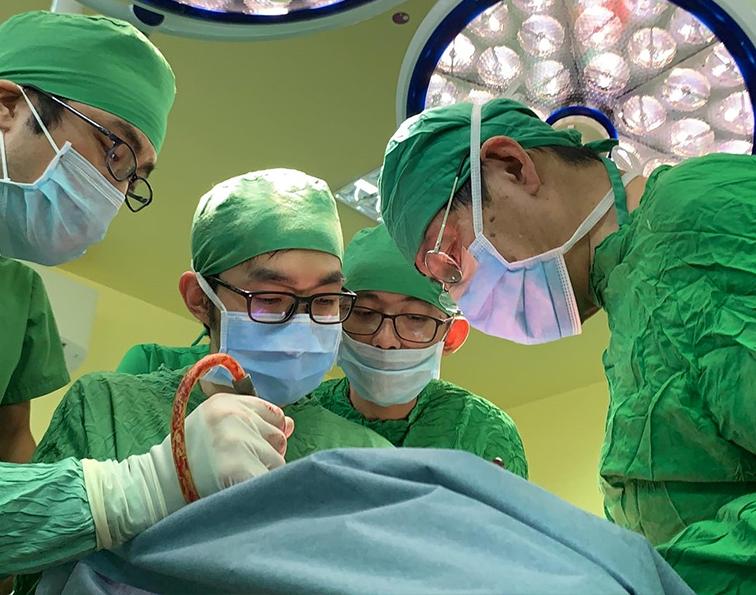 慶應大学病院と連携して日本でも難しい手術を実現することができました。カンボジア 医師 ボランティア