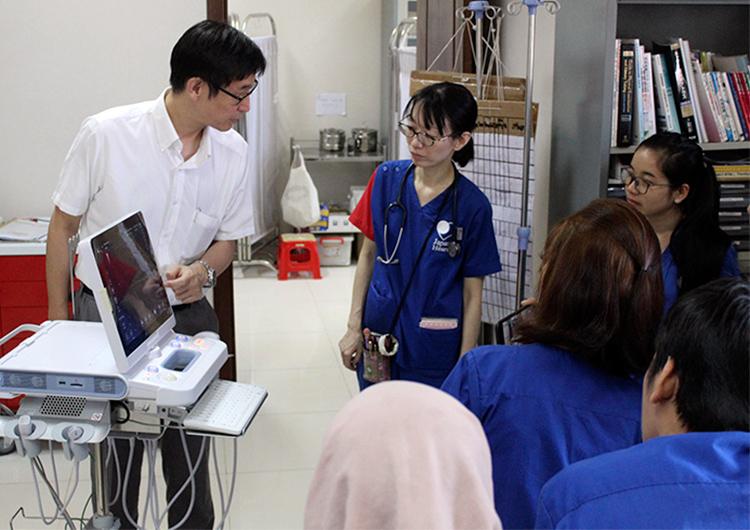 同社製品の超音波診断装置をカンボジアの病院へご寄付