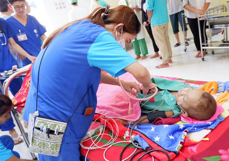 ジャパンハートこども医療センターのリーダー看護師 スレイトーイさんをご紹介します。