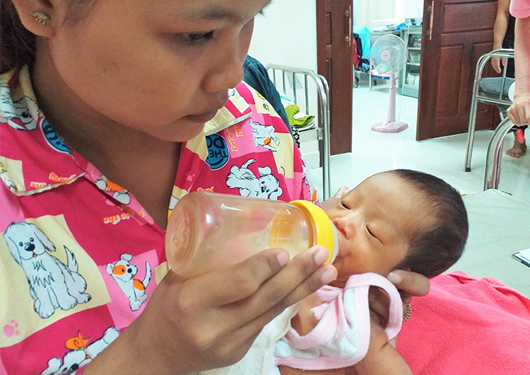 小さな命と向き合った1カ月 カンボジア 助産師 海外ボランティア