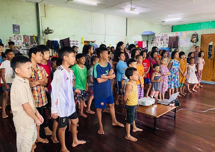 ミャンマーとカンボジアを繋ぐ、オンライン食育授業を実施しています。